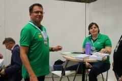 Peter Sjölund och Christina Sagersten i grönt med sitt nystartade utbildningföretag DNA Academy